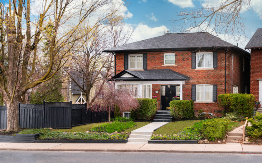 (c) Photos of 169 Welland Ave by Mitchell Hubble exclusively for SHANE.
